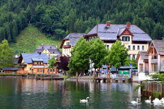 Atrakcyjny widok domy i budynek w Hallstatt fotografia royalty free