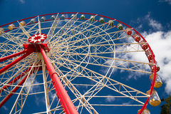 Atraktsion Ferris wheel against the blue sky Royalty Free Stock Photos