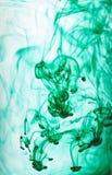 Atrament wiruje w wodzie, kolor kropla w wodzie fotografuj?cej w ruchu zdjęcia royalty free