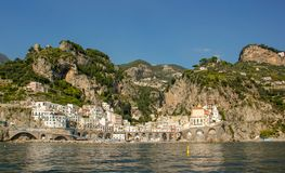 Atrani på den Amalfi kusten royaltyfri bild