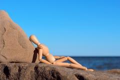 Atrapa na kamienistym wybrzeżu zdjęcia stock