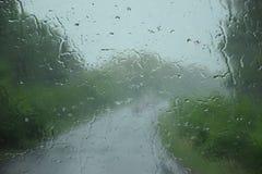 Através da chuva no desconhecido Fotos de Stock Royalty Free