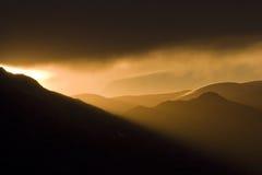 Através das montanhas Fotos de Stock Royalty Free