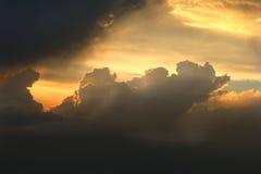 Através das nuvens Imagens de Stock