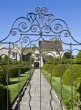 Através das portas em Lytes Cary Imagem de Stock