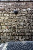 Através de Dolorosa, 8as estações da cruz, Jerusalém Fotografia de Stock