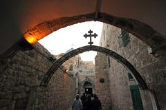 Através de Dolorosa, 9as estações da cruz, Jerusalém Imagens de Stock
