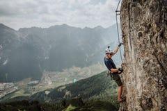 Através de Ferrata que escala em Áustria Foto de Stock