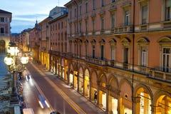 Através do dell Indipendenza na Bolonha, Italia fotografia de stock royalty free
