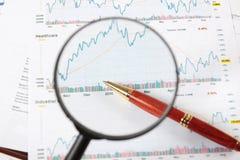 Através do magnifier imagens de stock royalty free