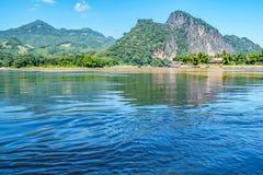 Através do Mekong River poderoso fotografia de stock