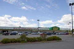 Através do parque de estacionamento a uma loja de Kent Homes foto de stock royalty free