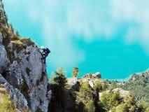 Através da escalada do klettersteig de Ferrata/ Imagens de Stock