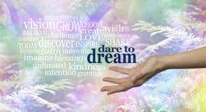 Atrevimiento del arbolado del arco iris para soñar la nube de la palabra foto de archivo