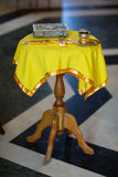 Atributos do casamento da igreja Foto de Stock