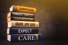 Atributos e características da liderança do negócio na literatura Imagens de Stock