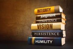 Atributos e características da liderança do negócio na literatura Fotos de Stock Royalty Free