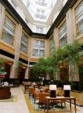 Atrio che pranza, albergo di lusso Immagine Stock