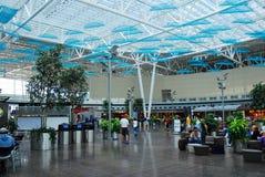 Atrio del aeropuerto internacional de Indianapolis Foto de archivo