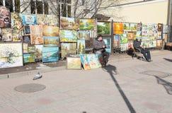 Atrists i den gamla Arbat gatan, Moskva Arkivbilder