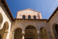Atrium der Euphrasian Basilika Lizenzfreie Stockfotografie