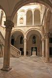 Atrium, der Palast des Rektors, alte Stadt von Dubrovnik lizenzfreie stockfotografie