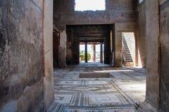 Atrium eines Landhauses in archäologischer Fundstätte Pompejis stockfotografie