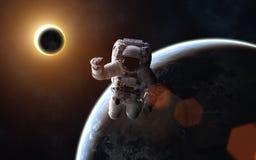 Atronauta Eclipse solare Luna e terra immagine stock libera da diritti