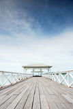 Atsadang-Holzbrücke auf Koh Sichang Thailand Lizenzfreie Stockfotos