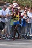 Atsede Baysa rent op de Hartzeerheuvel tijdens de Marathon 18 April, 2016 van Boston in Boston Royalty-vrije Stock Afbeeldingen
