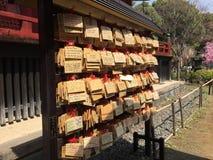 Att önska som är wood, undertecknar in Tokyo Royaltyfria Bilder