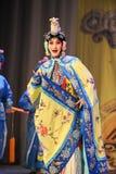 Att att klä upp till är kvinnor: PekingOpera-avsked till min concubine Arkivfoton