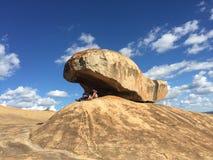 Att balansera vaggar av Domboshava Royaltyfri Fotografi