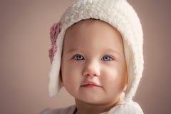 Att bedöva behandla som ett barn flickacloseupen Royaltyfria Bilder