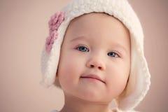 Att bedöva behandla som ett barn flickacloseupen Royaltyfri Fotografi