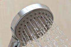 Att bevattna kan duscha kolonnen Royaltyfria Bilder