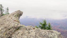 Att blåsa vaggar berget, och det är den härliga sikten från berget royaltyfri fotografi