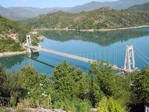 Att bry sig bron i Ostrozac nära Jablanica royaltyfri fotografi