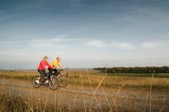 att cykla kopplar av arkivbilder
