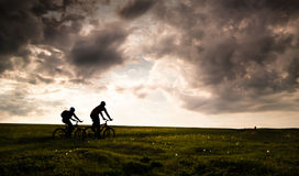 att cykla kopplar av arkivfoton