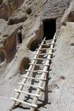 att dröja för klippa som är förhistoriskt, fördärvar royaltyfri foto