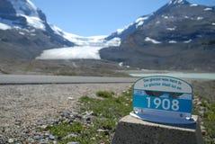 att dra sig tillbaka för glaciär Arkivfoto