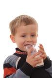 att dricka för pojke mjölkar Royaltyfri Foto