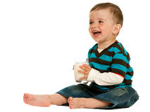 att dricka mjölkar litet barn Arkivfoto