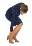 Att erfara för affärskvinna smärtar från skor arkivfoto