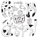 Att färga uppsättningen av fyra katter, godisen, mjölkar, musen, fisken, bollen, ben och skallen i tecknad filmstil Royaltyfria Bilder