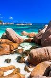 Att förbluffa stränder med berömd granit vaggar i Seychellerna, Praslin arkivbilder