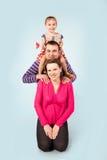 Att förvänta för familj som är nytt, behandla som ett barn Royaltyfri Fotografi