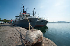 Att fiska sänder i hamnstadstaden av Sozopol Royaltyfri Foto