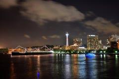 Att flytta sig fördunklar över Yokohama, Japan Fotografering för Bildbyråer